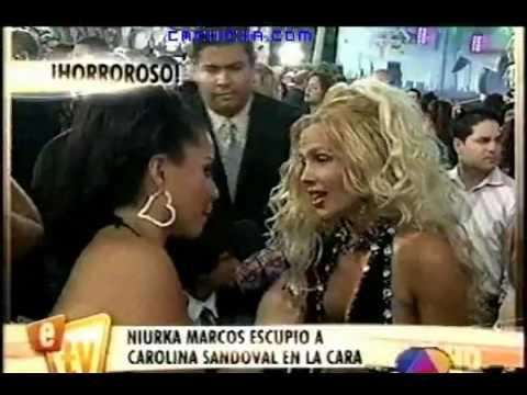 Niurka Marcos escupe en la cara a Carolina Sandoval (Premios Juventud 2010)