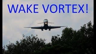 AWESOME WAKE TURBULENCE SOUND! Syracuse Runway 28 Arrivals.