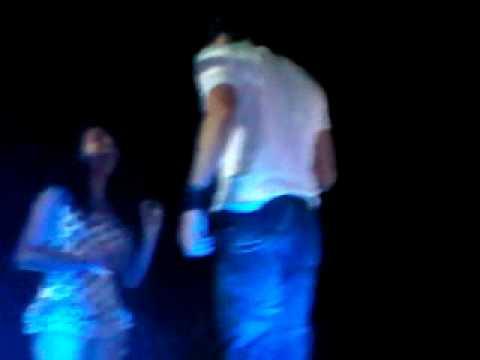 Enrique Iglesias Se Deja Tocar Las Nalgas En Panamá thumbnail