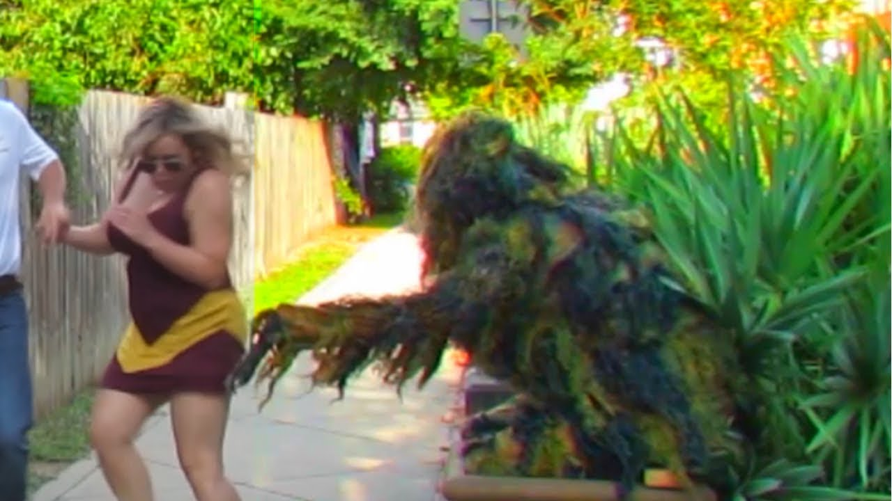 BUSHMAN SCARE PRANK AT FLORIDA STATE UNIVERSITY VS SAMFORD BULLDOGS