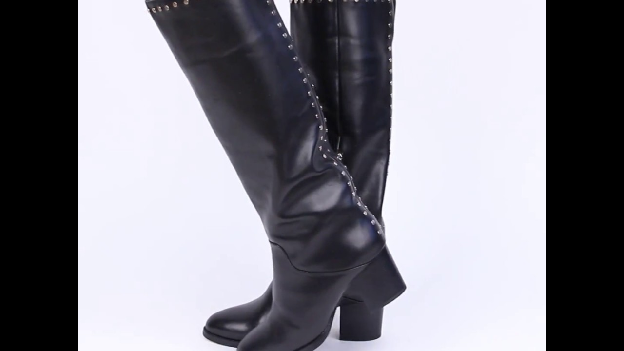14 ноя 2016. Ботинки и полусапожки с широким голенищем. Если ты любишь полусапожки, учитывай то, что они могут укоротить длину ноги. Тем, кто желает избежать подобного эффекта, стилисты советуют выбирать обувь с широким голенищем. На его фоне твои ноги будут смотреться стройнее.