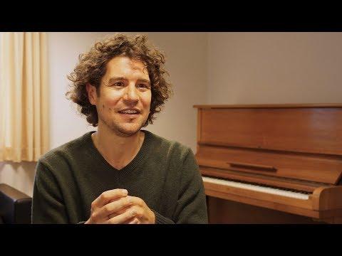 Robin Ticciati dirigiert Wagners Vorspiel und ›Liebestod‹ aus der Oper ›Tristan und Isolde‹
