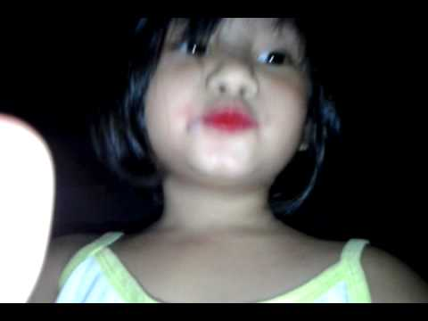 Tabs Tv red lipstick