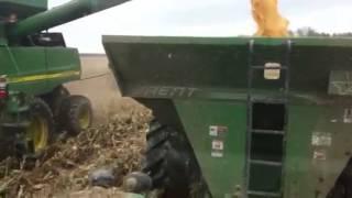 John deere 9230 and John deere 9860 sts combine in corn 2012