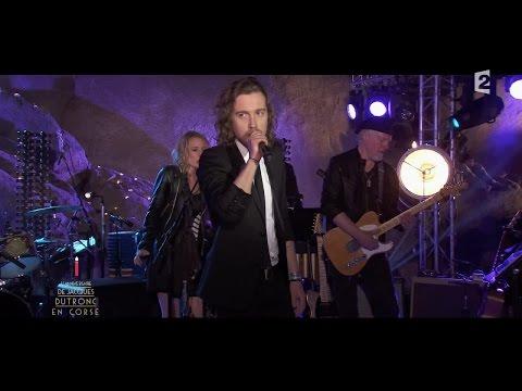Julien Doré chante