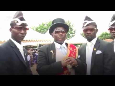 Carregador de caixão, uma profissão comum em Gana vira meme