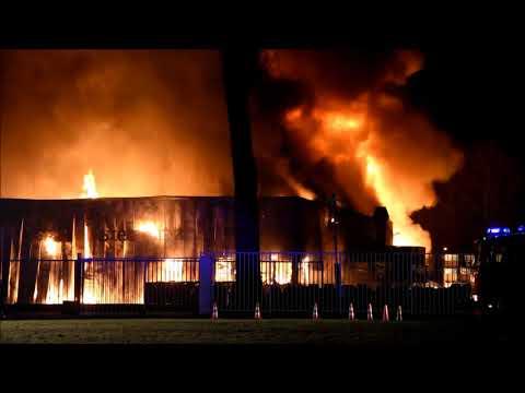 Grote brand verwoest fabriek Royal Steensma Franeker (23...