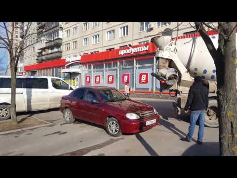 Муж залил бетон в машину жены из-за магазина верный