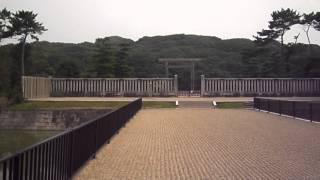 日本最大の前方後円墳。世界一の墳墓とも言われている。