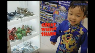 Happy New Year! Baby Buy Great White Shark Toys | Video For Kids | HT BabyTV ✔︎