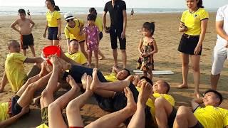 Truyền nước bằng chân - Trò chơi tại bờ biển sầm sơn - du lịch biển 2019