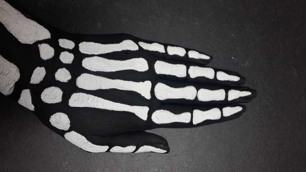 Halloween Skeleton Hand Mano De Esqueleto Para Halloween Youtube