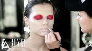 BEAUTY MAKE UP. FASHION RED