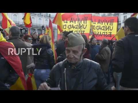 SPAGNA, MILITANTI DI ESTREMA DESTRA PROTESTANO CONTRO L'INDIPENDENZA DELLA CATALOGNA: VIDEO