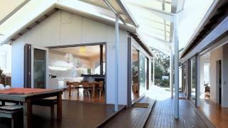 Architectural Design On Beachfront Reserve - Sleeps 10