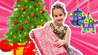 Алина и Юляшка открывают подарки Кто пришел в гости к детям