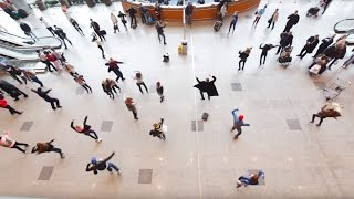 Download Флэшмоб в Домодедово: танцуют все! | Flash mob in Domodedovo Airport Mp3 and Videos