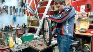 Замена камеры велосипеда (обслуживание и ремонт велосипедов)(Замена камеры велосипеда (обслуживание и ремонт велосипедов) http://www.veloolimp.ru/ | 8 (916) 950-99-05 http://kupivel.ru/ - наш..., 2013-12-24T15:20:36.000Z)