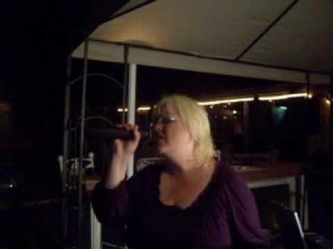 Bee sings The Judds: Sombrero Reef Karaoke