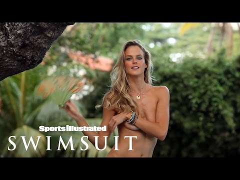 Shannan Click Will Make A Fan Out Of You In Singapore | Outtakes | Sports Illustrated Swimsuit