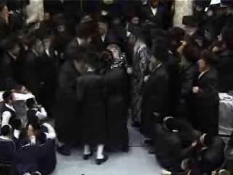 Viznitzer Family & Belzer Rebbe dancing