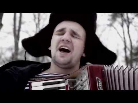 Вася играет на аккордеоне BASTA