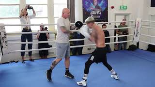 CHARLIE EDWARDS SMASHES THE PADS AT OPEN WORKOUT AHEAD OF WORLD TITLE DEFENCE