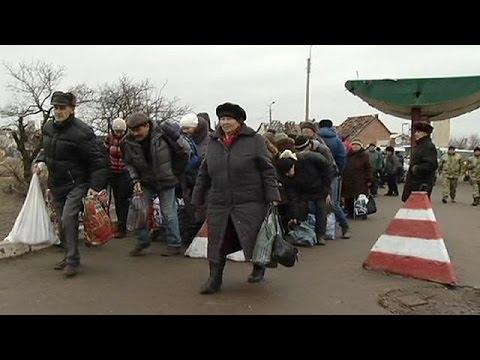 Ucraina, viaggio a Stanitsa Luhanska dove ogni giorno si varca la linea del  fronte