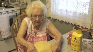 Oma's Kitchen - Apple Pie 101