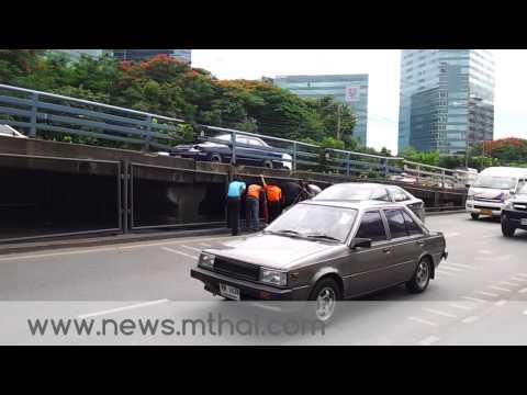 MThai News ชายคลั่งถือมีดพร้ายาวนับเมตรบุกห้าง เมจอร์อเวนิว รัชโยธิน
