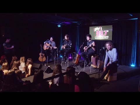 5-seconds-of-summer-thrill-the-crowd-take-questions