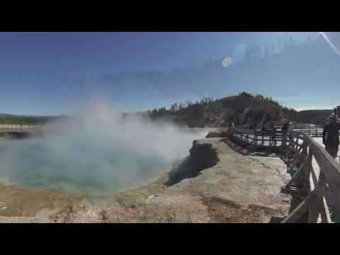 Yellowstone - Old Faithful Inn, Geysers & Hot Springs