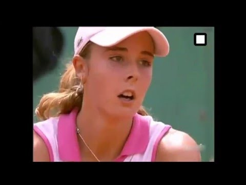 Download 15 year old Alize Cornet Vs Amelie Mauresmo 2005 French Open