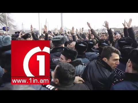 Ազգը Մանվելին դեմ է․ Լարված իրավիճակ Էջմիածնում, ակտիվիստները փակել են ճանապարհը