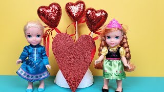 Valentine's day 2020 ! Elsa and Anna toddlers - cards - hearts - Barbie is the teacher - school
