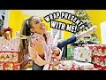 WRAP CHRISTMAS PRESENTS WITH ME LAST MINUTE!🎁 | Vlogmas day 22