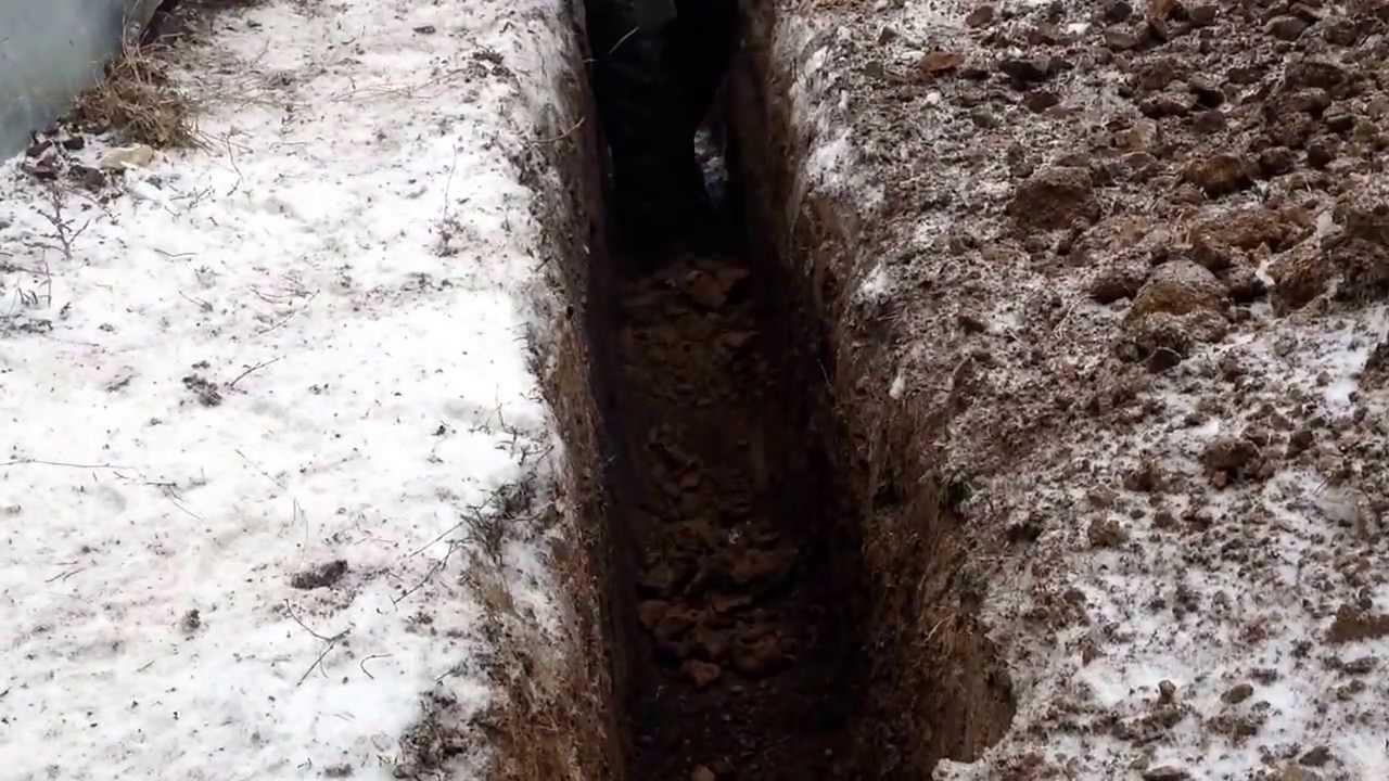 копаем траншею зимой