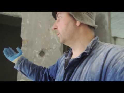Очистка стен от старого покрытия.