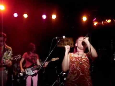 Fetchin Bones - Live & Up Close!