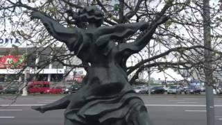 Минск. Танцующие памятники.(, 2016-04-17T14:15:26.000Z)