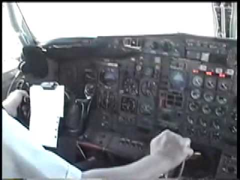 TWA B 727 LANDING AT STL, COCKPIT VIEW