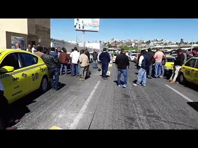 Cobertura en vivo de incidente de taxistas convenidos, con no convenidos en la TAQ @ramon_cubo