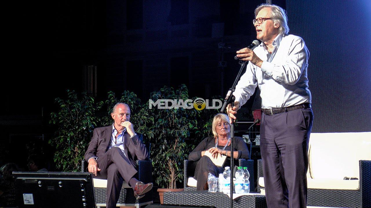 Alassio: Vittorio Sgarbi presenta il suo libro ed è subito show: video #1