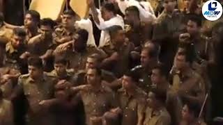 WATCH #SriLanka UPFA MPs fight Police and throw Chilli mixed Water