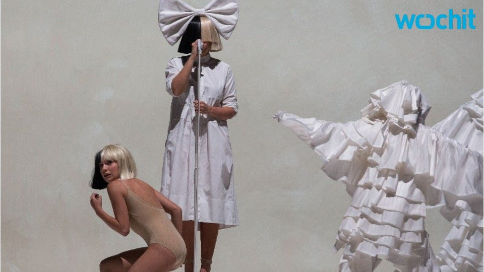 Ellen Degeneres And Heidi Klum Perform As Sia And Maddie