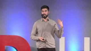 El desapego al viajar | Luís Carabantes | TEDxUFRO