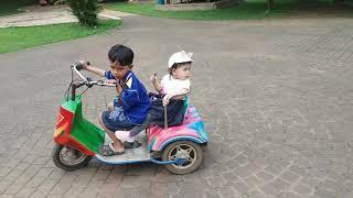 Zein dan Zahra naik motor coin di taman budaya sentul