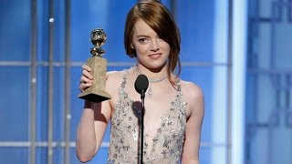 Repeat youtube video Emma Stone Gets Standing Ovation, Wins First Golden Globe Award At 2017 Golden Globes