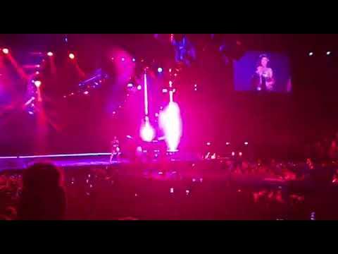 Nicki Minaj Live Paris 2019 - Where them Girls at, Pound The Alarm, Starships, Goodform