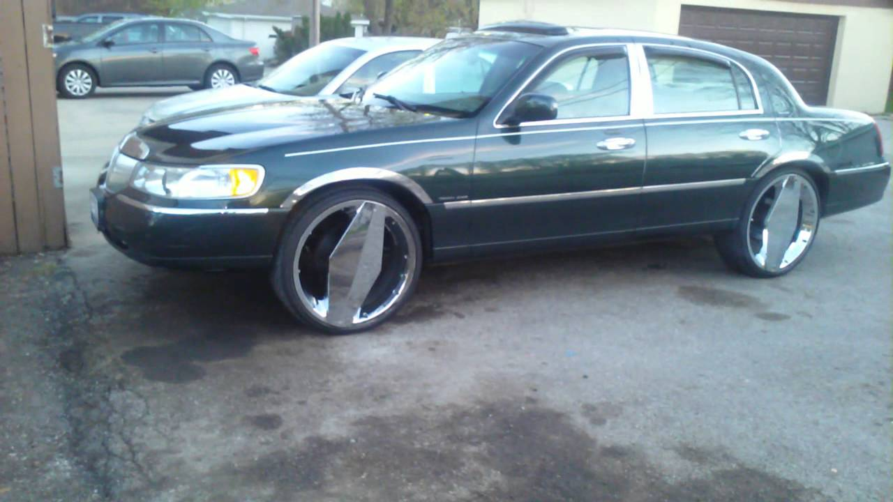 02 Lincoln Town Car 24 Inch One Blades Lowrider